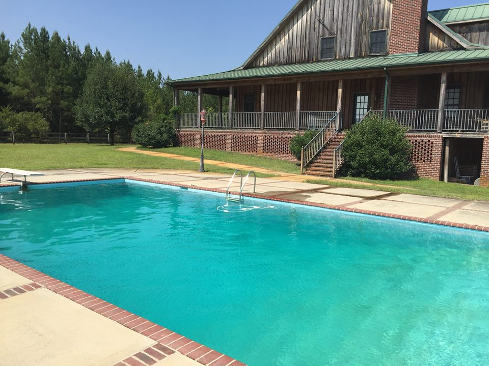 lodge-swimming-pool2